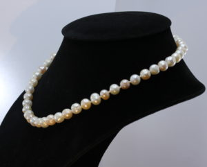Princess 18 Inch Pearl Necklace White Pink 8.5mm Freshwater Knotted on Real Silk