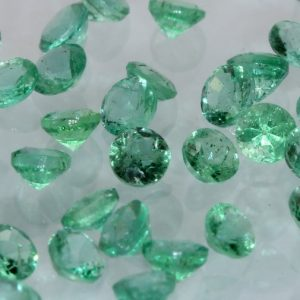 One Green Emerald Natural Beryl 2.5 mm Faceted Diamond Cut Gemstone .08 carat