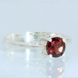 Pyrope Almandine Garnet Faceted Handmade Sterling Silver Ladies Ring size 6.5