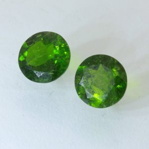 Pair Green Chrome Diopside Faceted Round 8 mm SI2 Untreated India Gems 3.51 tcw