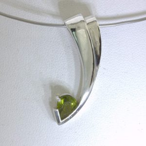 Pendant Peridot Pear Solitaire Gem Handmade Silver Unisex Cascading Design 276