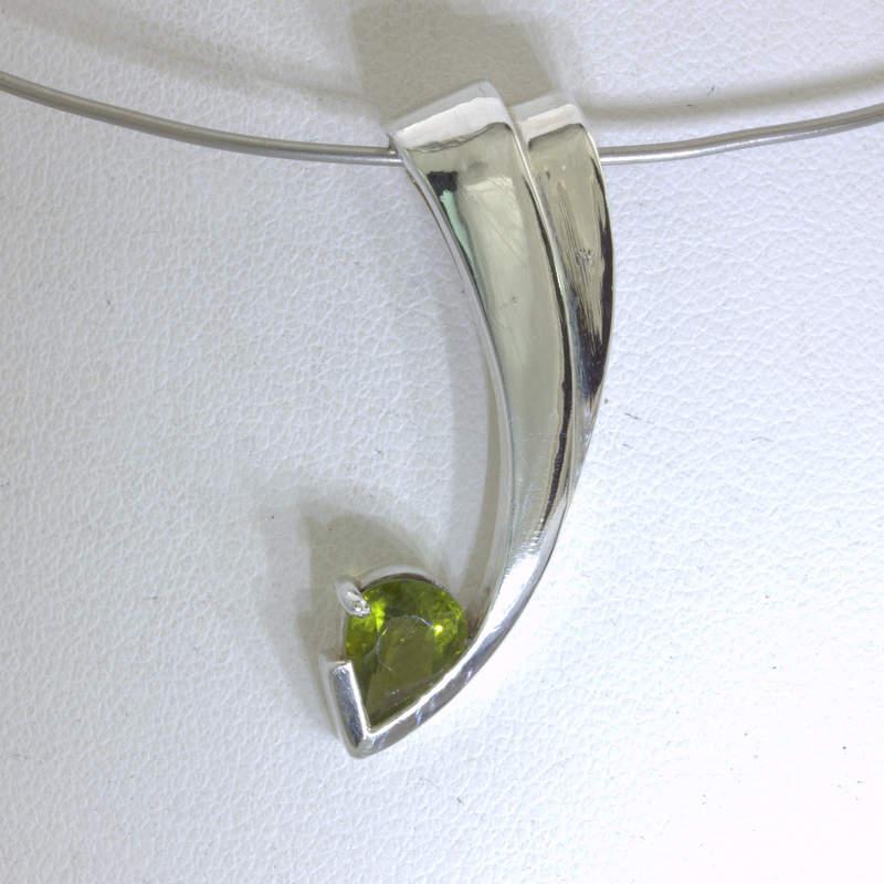 Pendant Peridot Pear Solitaire Gem Handmade Silver Unisex Cascading Design 276