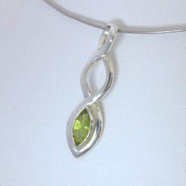 Pendant Green Peridot Handmade 925 Silver UnisexCeltic Knot Infinity Design 373