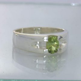 Ring Yellow Green Australia Sapphire Handcrafted Silver size 8 Unisex Design 22