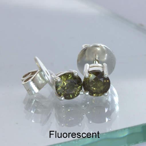 Color Change Garnet Post Earrings Pair Ladies Studs Sterling Silver Design 609