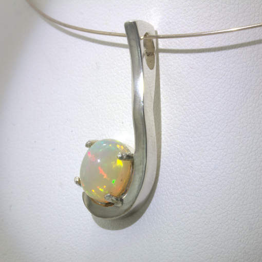 Pendant Welo Opal Solitary Oval Handcrafted Sterling Silver Ladies Design 472