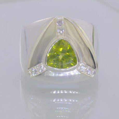 Ring Green Peridot White Sapphires Handmade 925 Silver Unisex size 11 Design 386