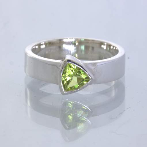 Peridot Pakistan Trillion Gem Silver Stacking Solitaire Ring size 6 Design 530