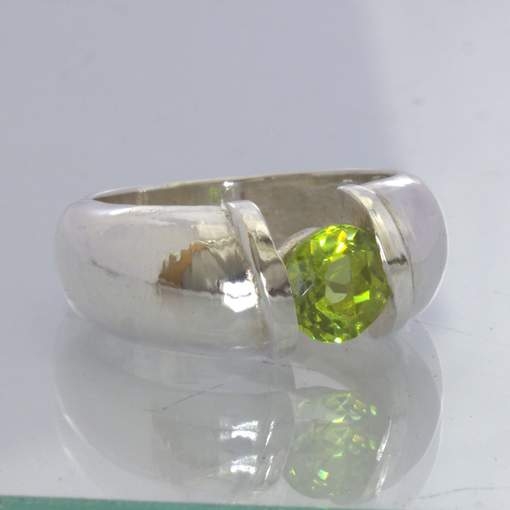 Green Pakistan Peridot 925 Silver Solitaire Ring Size 7.75 Tension Design 343