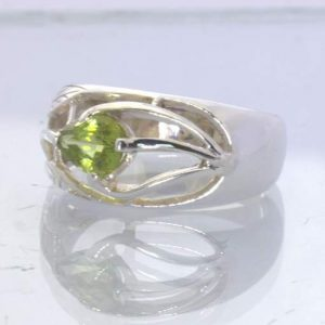 Peridot Pear 925 Silver Ring size 7.5 Unisex Filigree Ajoure Leaf Design 395