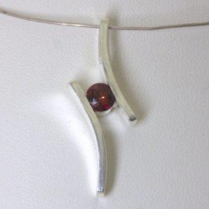 Pendant Red Madagascar Garnet Round Gemstone Unisex 925 Silver Flair Design 132